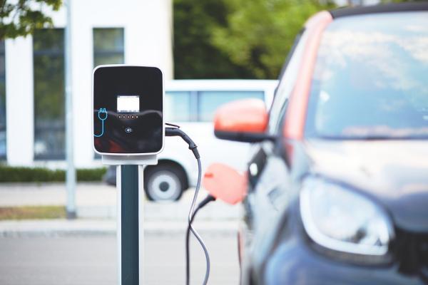 Bus atlyginta dalis išlaidų už elektromobilius