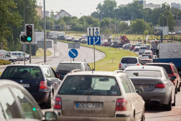 Valdžia keis automobilių apmokestinimą – sieks įvesti kasmetinį abonentinį mokestį