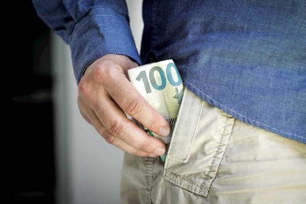 Kur investuoti 100 eurų? 12 būdų investuoti mažą sumą
