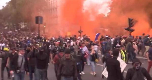 """Prancūzijoje, Šveicarijoje ir Italijoje protestai prieš """"galimybių pasus"""""""