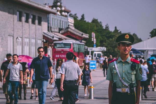 Kinija iškilmingai paminėjo išaugusius turtus, jėgą ir… ūgį